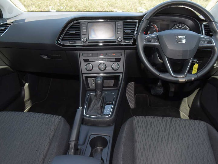 Black SEAT Leon TSI SE Dynamic DSG 2016