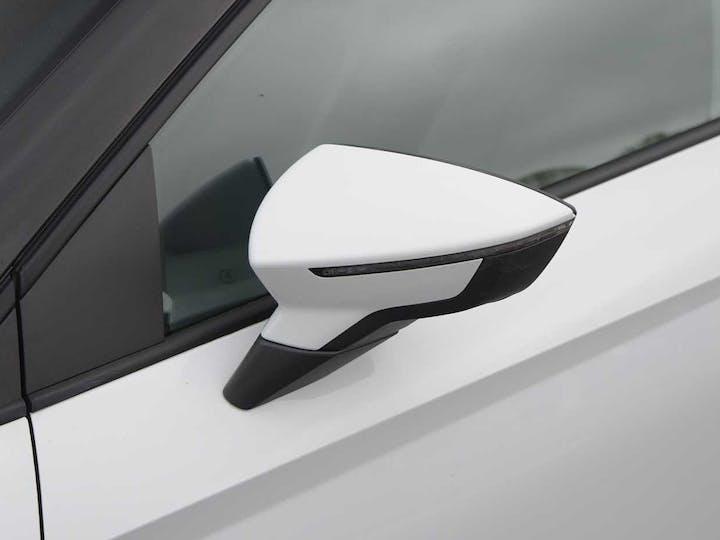 White SEAT Arona TSI SE 2018