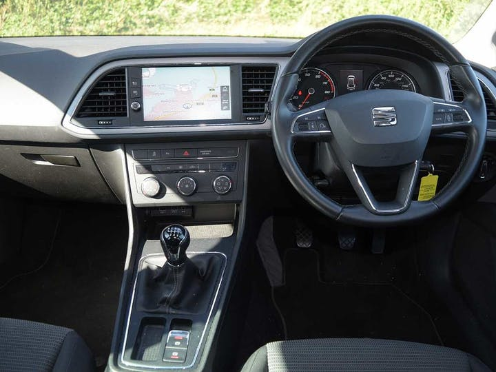 Black SEAT Leon TSI SE Dynamic 2019
