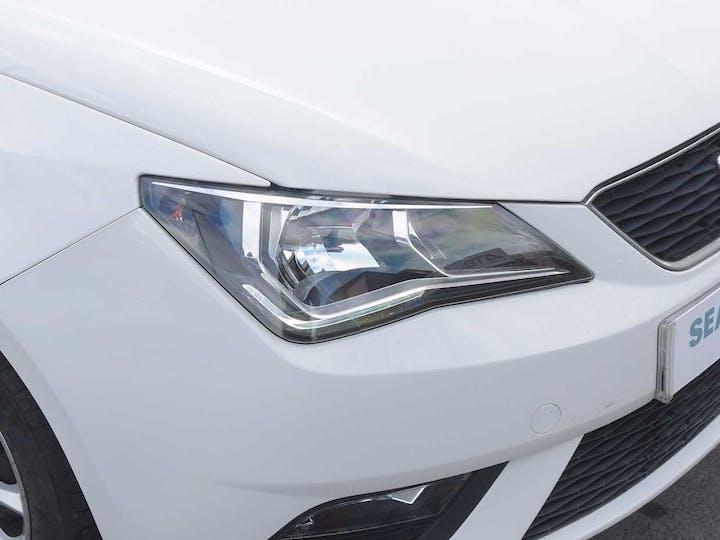 White SEAT Ibiza SE Technology 2016