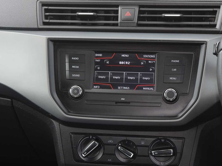 White SEAT Ibiza Mpi SE 2017