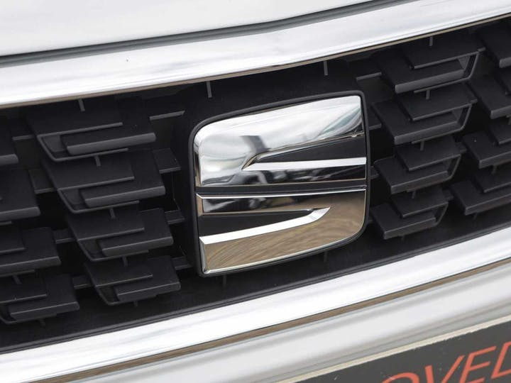 White SEAT Leon TSI Evo SE Dynamic 2019